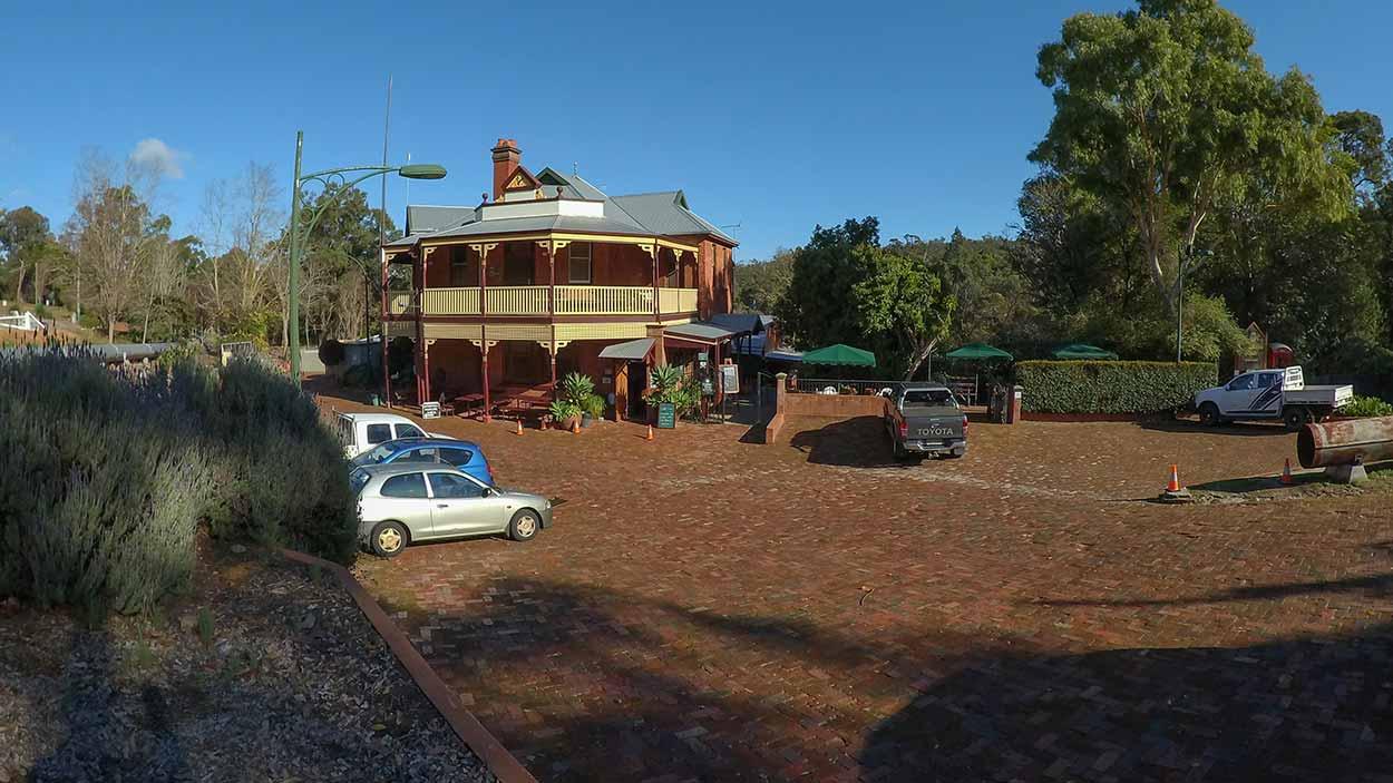 Mundaring Weir Hotel, Perth, Western Australia