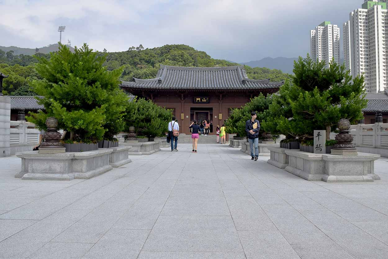 The pedestrian overpass to the entrance, or Shan Men, of the Nunnery, Chi Lin Nunnery, Hong Kong, China