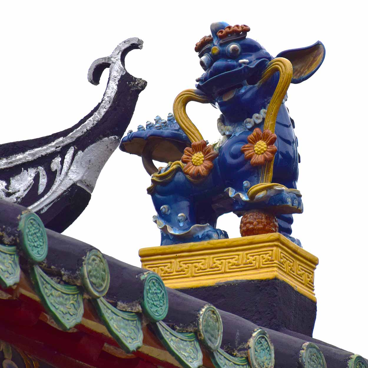 Sculpture on the roof of Tung Chung Ling Ancestral Hall, Lung Yeuk Tau Heritage Trail, Hong Kong, China