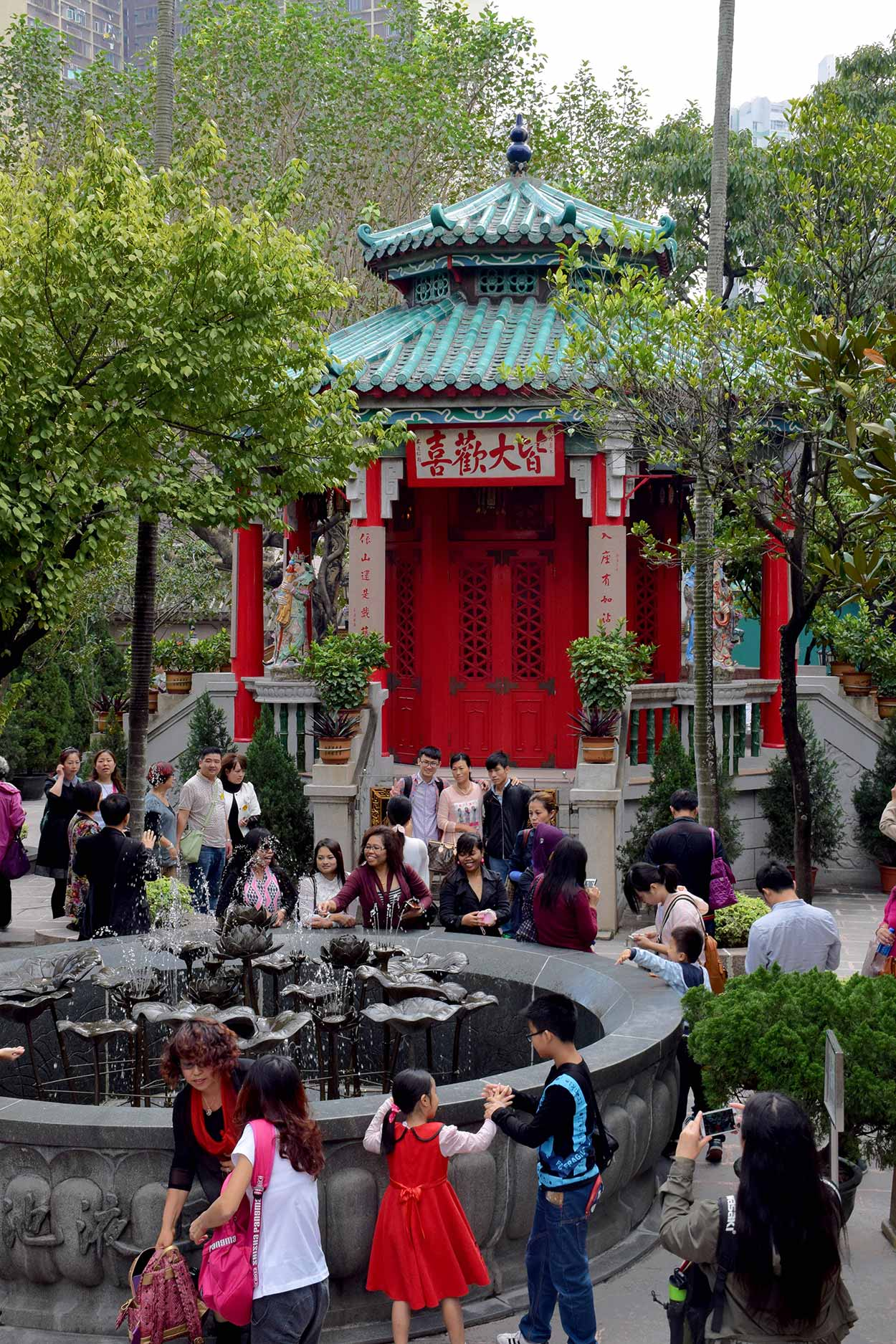 The Yuk Yik Fountain and the Yue Heung Shrine, Sik Sik Yuen Wong Tai Sin Temple, Hong Kong, China